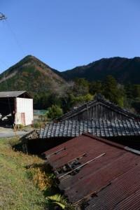 <多岐原神社へ、三瀬坂峠へ>の道標付近