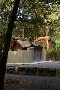 合格神社の参道から目の前に望める饗土橋姫神社(皇大神宮所管社)