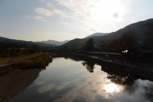 浦田橋から望む五十鈴川の上流側
