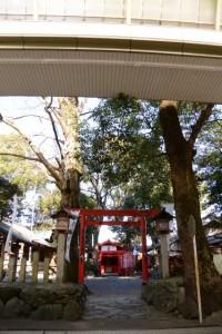 清川稲荷大明神の鳥居(伊勢高柳商店街 アーケード)