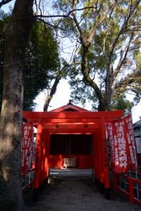 御造替された鳥居と修繕を終えた拝殿(清川稲荷大明神)