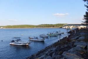 志布志国家石油備蓄基地と橋と船