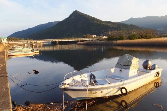塩入川(柏原橋〜第一有明橋)から望む権現山方向