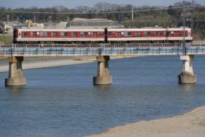 櫛田橋から遠望する櫛田川と近鉄山田線