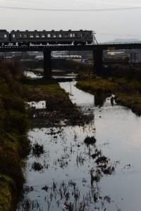 宮古橋から望む汁谷川とJR参宮線
