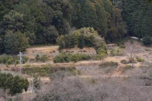鳥羽河内川上流部にある棚田跡から遠望する他の棚田跡