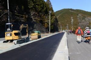 道路改良工事中の県道38号