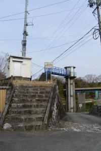 旧両郡橋(櫛田川)の橋脚付近