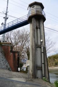 旧両郡橋(櫛田川)の橋脚と両郡水位流量観測