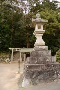 田丸神社前の常夜燈(玉城町下田辺)