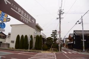 JR田丸駅への分岐、伊勢本街道(参宮街道)