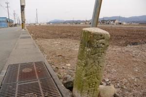 「右 下外城田村・・」の道標