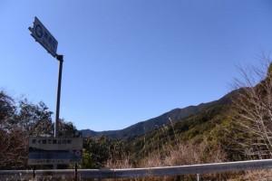 野見坂隧道の南側から道方山の遠望