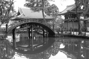 連間の池と連珠橋(金剛證寺)