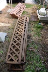 新・旧のラティスフェンス(自宅のフェンス修理)