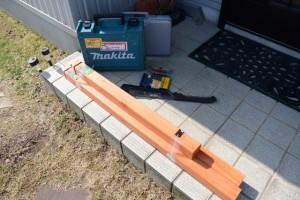 新しい支柱とレンタル工具(自宅のフェンス修理)