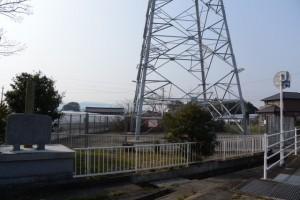 加牟良神社跡顕彰碑付近から遠望する高向大社の社叢