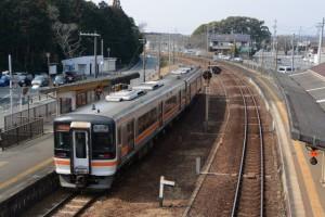 JR参宮線 宮川駅を通過する快速みえ 名古屋行き