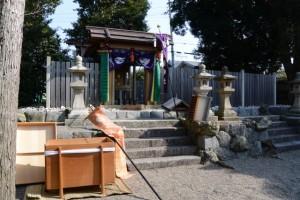 盗難被害にあった馬瀬神社の賽銭箱(伊勢市馬瀬町)