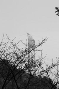 林道 高狭ケ野線から望む送電線の鉄塔