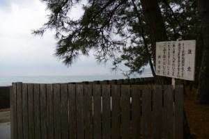 御塩殿神社、開かれた二見浦海岸側の扉