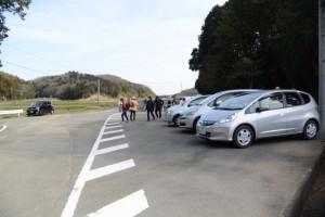 墓地の駐車場(斎宮調整池西南側、玉城町上田辺)