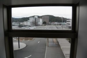 階建の踊り場からの風景(三重県伊勢庁舎)