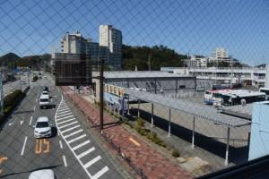 鳥羽駅から鳥羽1番街への連絡通路から望んだバスのりば