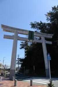 金刀比羅神社の大鳥居(鳥羽駅JR側)