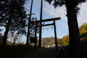 岩瀧神社から遠望する三瀬坂峠方向(大紀町滝原)