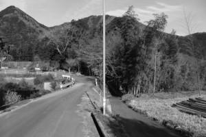 「多岐原神社へ、三瀬坂峠へ」の道標から多岐原神社へ
