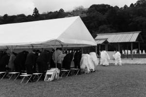 神田下種祭、神田祭場の儀の神饌を迎えて(神宮神田)