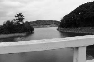 朝熊川に架かる朝熊橋(歩道橋)からの風景