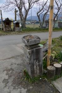 鹿海町公民館下付近に置かれた「大和橋」の親柱