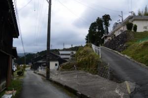 鹿海町公民館への坂道