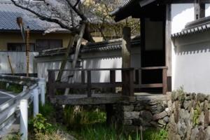 国史跡旧豊宮崎文庫の門付近