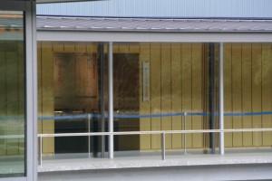 休憩舎から望む 企画展示「神宮の遷座―摂社・末社・所管社―」会場