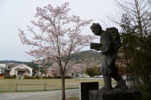 旧滝原小学校の二宮金次郎像(大紀町)