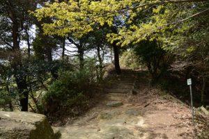 俳句道と参道の分岐(石山観音公園)