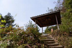 俳句道の東屋(石山観音公園)