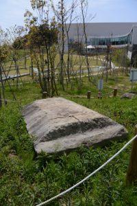 石棺の石蓋(MieMuミュージアムフィールド)