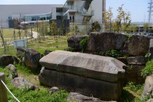 移設された鳥居古墳の石室・石棺(MieMuミュージアムフィールド)