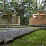 修繕される朽羅神社と仮殿(皇大神宮 摂社)