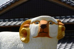 開運潜門として辰水神社に置かれていたジャンボ干支(津市美里町日南田)