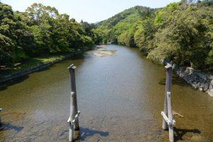 宇治橋から望んだ五十鈴川の上流方向