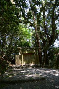 津長神社(皇大神宮 摂社)、新川神社および石井神社(ともに同末社)を同座