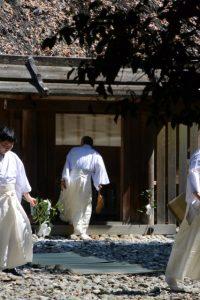 神御衣奉織始祭の準備(神麻続機殿神社)