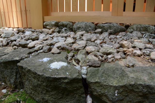朽羅神社(皇大神宮 摂社)の仮殿にお供えされていた米と塩