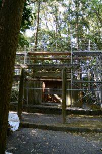 修繕作業が続けられる朽羅神社(皇大神宮 摂社)