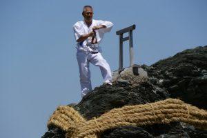 夫婦岩の大注連縄張神事(二見興玉神社)